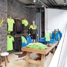 Dynafit Outdoorbekleidung im Bründl Sports Flagshipstore <br/>
