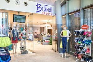 Bründl Sports Tauern Spa Shop Eingangsbereich mit Bademode und Zubehör