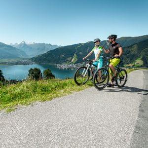 zwei Radfahrer am Zeller See