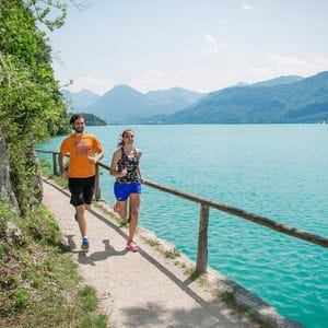 a man and a women are running at Mondsee