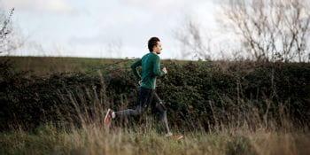 Ein Läufer mit On Laufschuhen