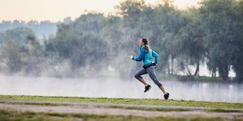 eine Läuferin im Freien