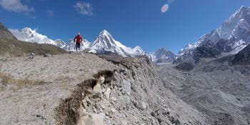the photo shows a runner at the Everest marathon