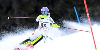 Skistar Michaela Kirchgasser bei einem Slalom Weltcup Rennen.