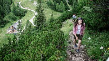 a women is hiking in Bad Ischl