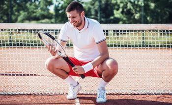 Ein Tennisspieler am Feld