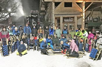 Alle apprentices with Herbert Neumayer at a fun sledge evening