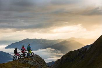 three mountainbikers on a tour in Kaprun