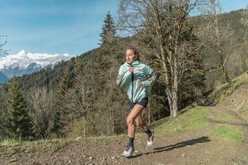 Adidas Terrex Trailrunning Marie beim Laufen auf den Keilberg