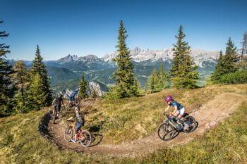 drei Radfahrer sind unterwegs in Schladming