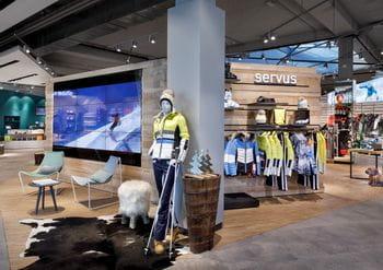 Einladender Eingangsbereich mit Blick auf die Verkaufsfläche <br/>
