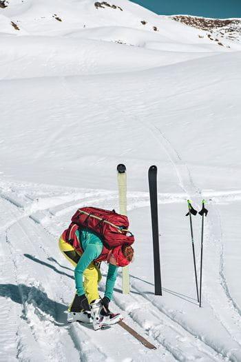 Monika Handl macht sich bereit für die Skitour am Kitzsteinhorn