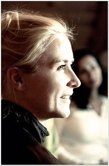 ein Portait einer jungen, blonden Frau