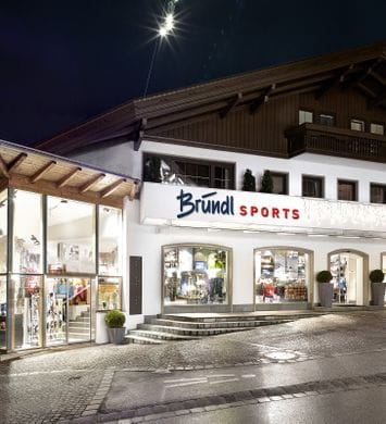 Bründl Sports Mayrhofen Zentrum well-lit shopwindow - evening view <br/>