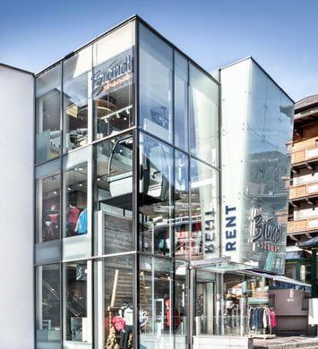 Aussenansicht des Bründl Sports Shop Saalbach Life.Style