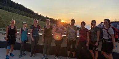 Gruppenfoto bei der Hütte