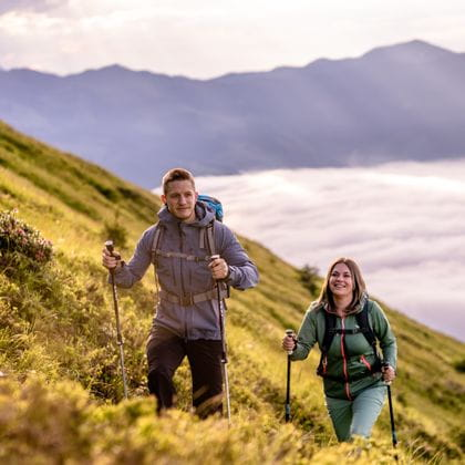 A couple hiking at the Schmittenhöhe in Zell am See